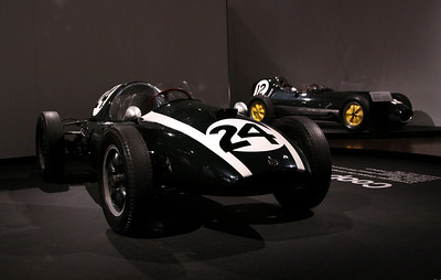 Cooper T51 (Jack Bradham, 1959), and in the background the Lotus 16 (1958)