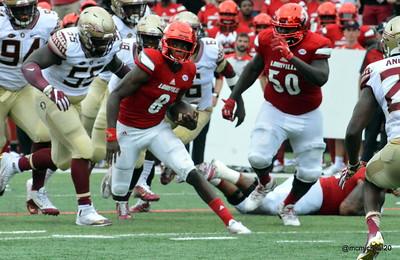 Lamar Jackson avoids tacklers