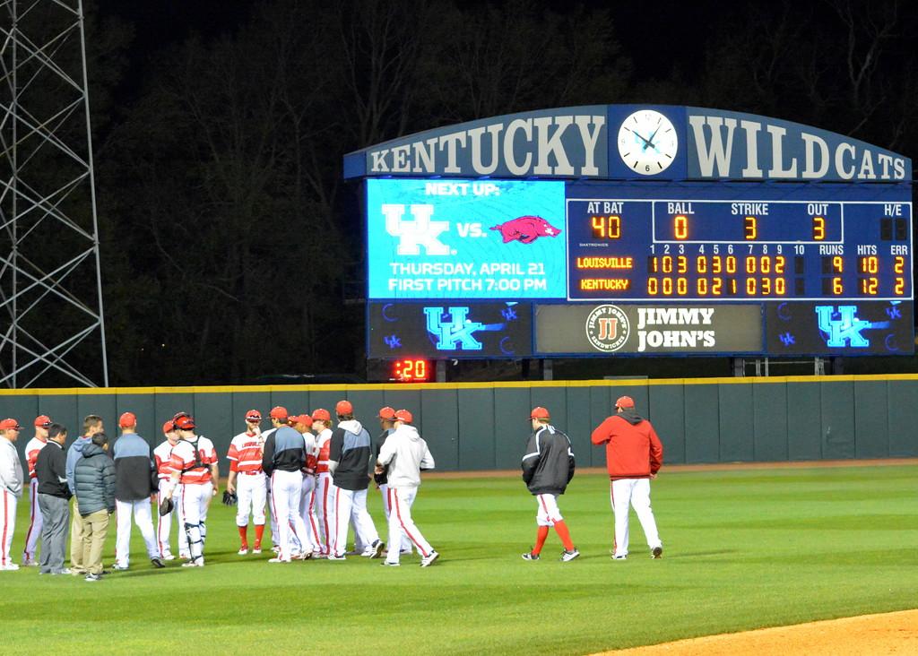 Louisville defeats Kentucky 9-6