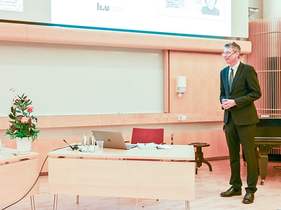 Opponent Johan Nilsson introduces the field of research