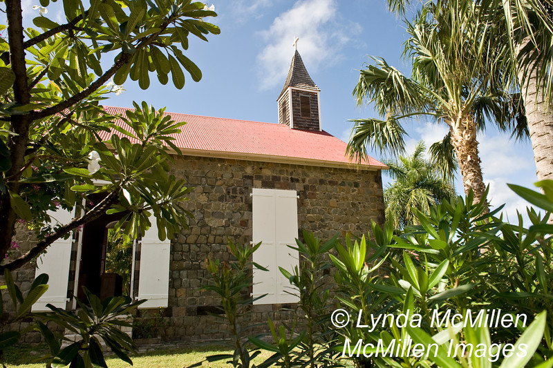 The side walls are made of local stone with cornerstones from St. Eustache Island (BVI)