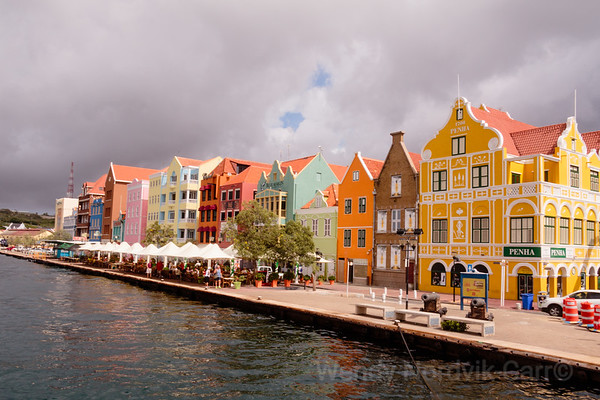 Explore Curaçao