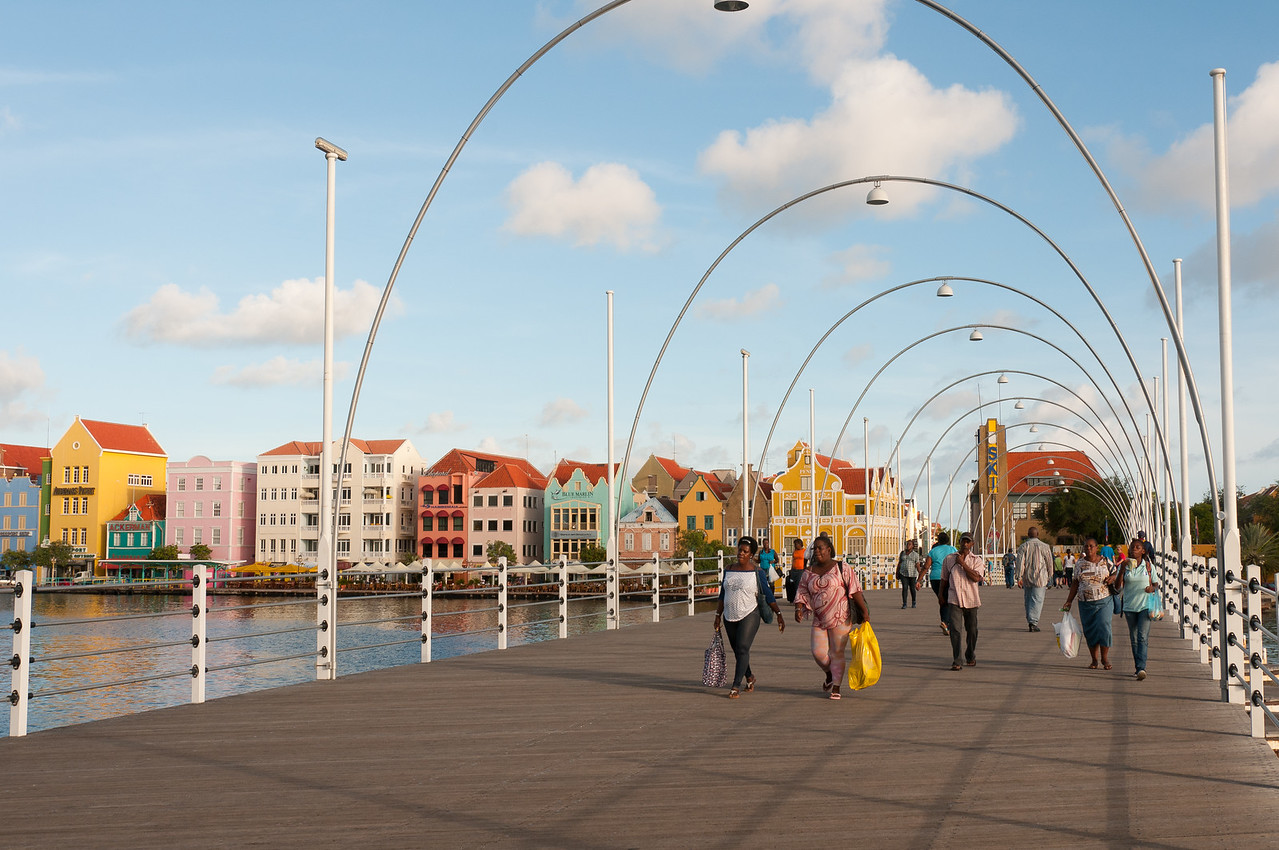 Queen Emma Pontoon Bridge (Willemstad, Curacao)