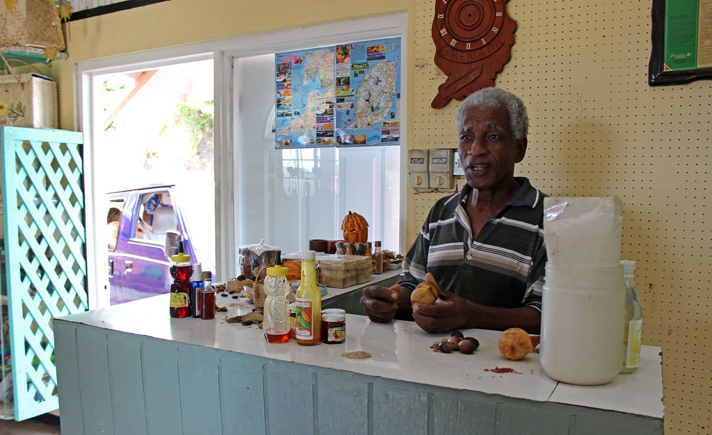 Spice demonstration or spice tour in Grenada