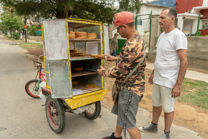 We happened upon a guava pie vendor making his way through Vedado.
