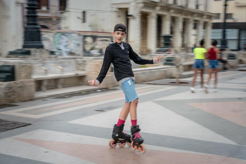 Rollerbladning on Paseo de Martí.