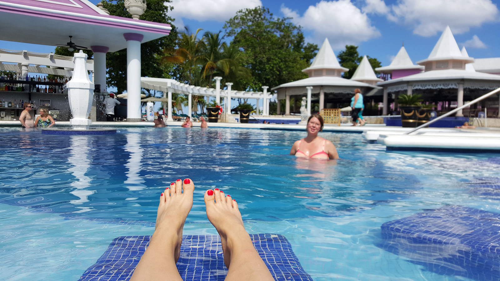 Riu Palace Tropical Bay Review - Relaxing at the swimming pool