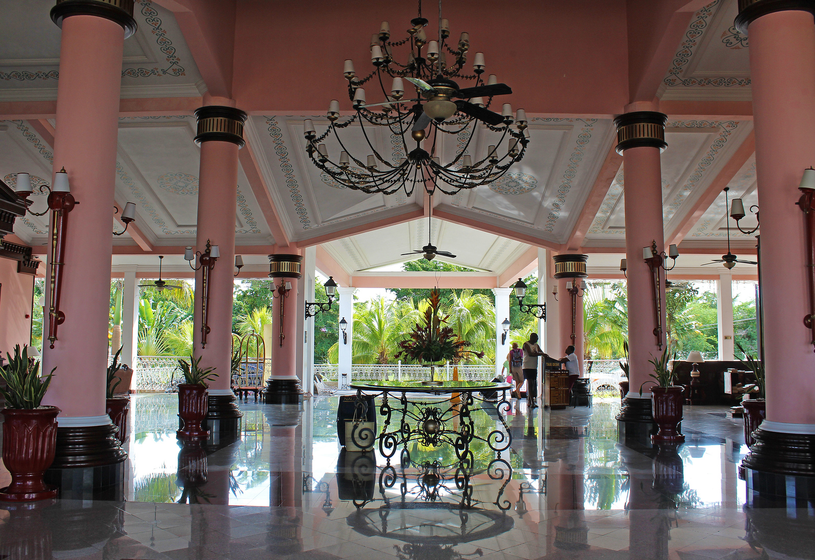 Riu Palace Tropical Bay Negril Jamaica: The front lobby of the hotel