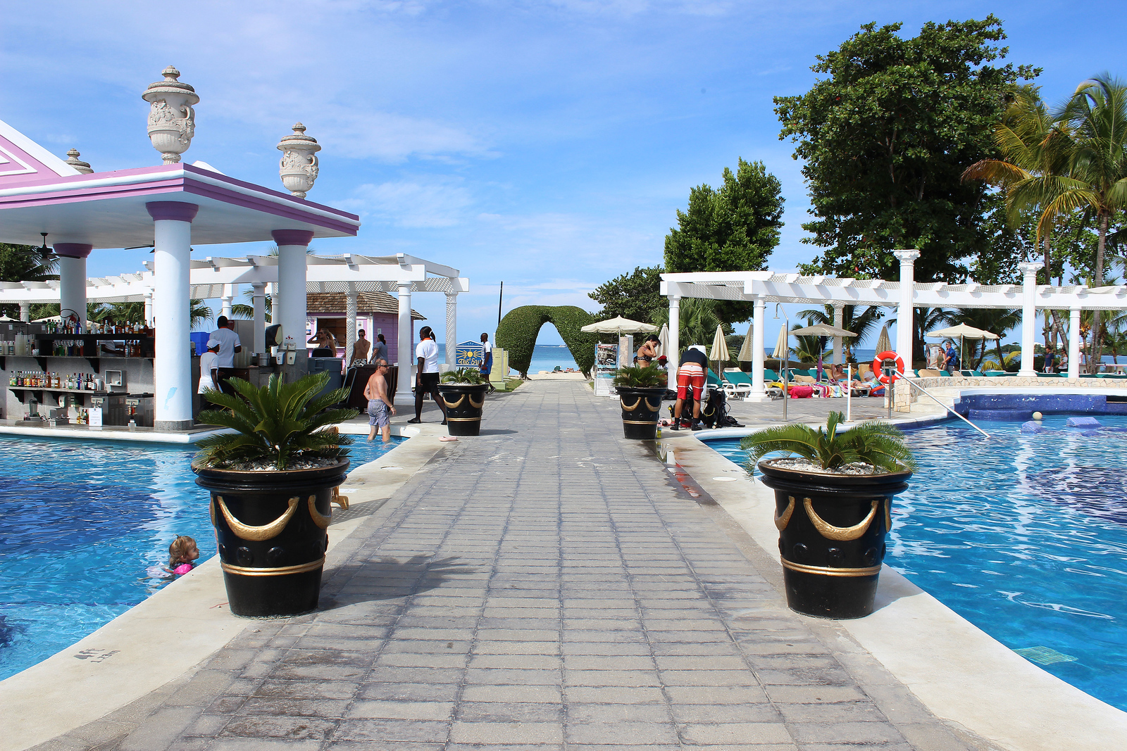 Review of the Hotel Riu Palace Negril - View of the two swimming pools