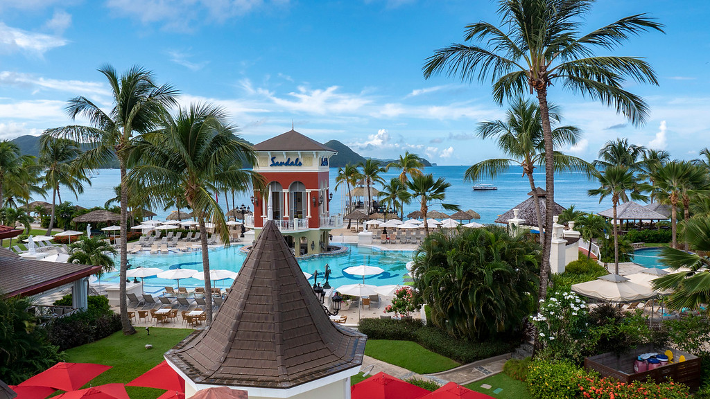Sandals Grande St Lucian Review - Swimming pools and swim up bar