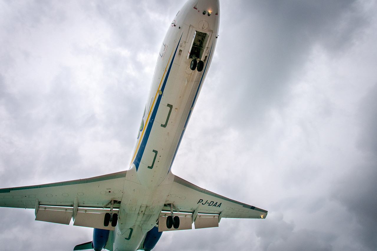 Looking up the plane as it approaches landing in St. Martin