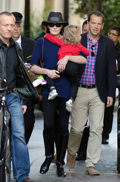 Carla Bruni and Guilia Left The Beverly Wilshire