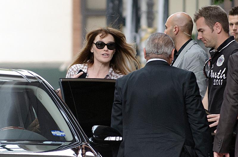 Carla Bruni left the Berverly Wilshire