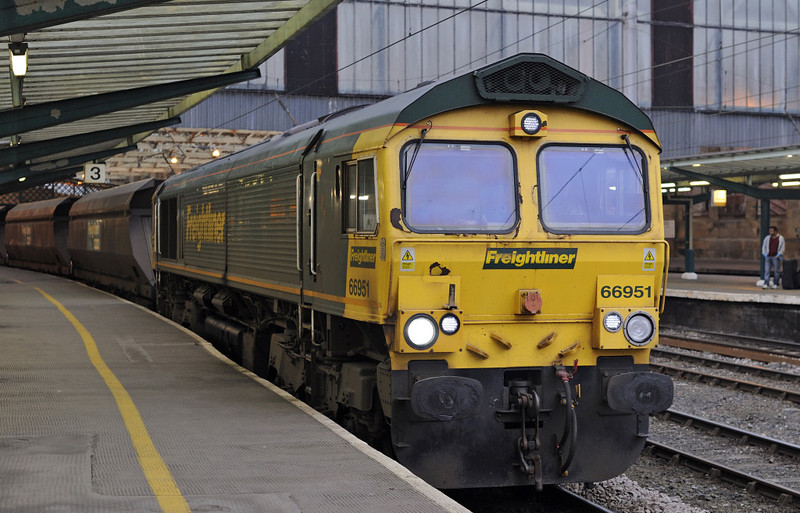 66951, 6E8. Carlisle, Fri 16 November 2012 - 1525.  Freightliner's 1102 Ravenstruther - Drax power station coal arrives at platform 3.