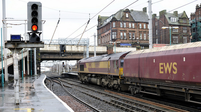 66169, 4S84, Carlisle, Thurs 13 January 2011 2 - 1012    After a crew change, the train gets away from platform 4 as...