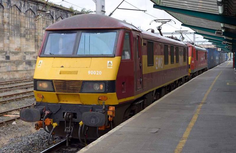 90020 Collingwood & 90036 Driver Jack Mills, 4M25, Carlisle Citadel, Wed 6 July 2016 - 0913.  DB Cargo's 0607 Mossend - Daventry sneaks past platform 1.
