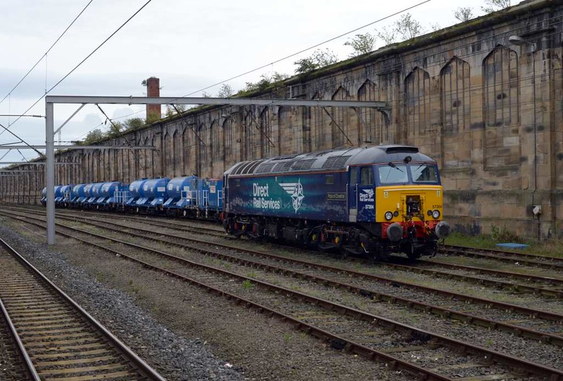 57304 Pride of Cheshire, Carlisle, Tues 3 October 2017 - 1527.  Behind the DRS Thunderbird are five FEA wagons 642006, 642022, 642034, 642037 & 642008 (furthest).  66424 had brought them from store at York on 19 September (6Z77, dep 0945) for the Kingmoor railhead treatment trains (3J11 and 3S77).  They started running on the 9 October.