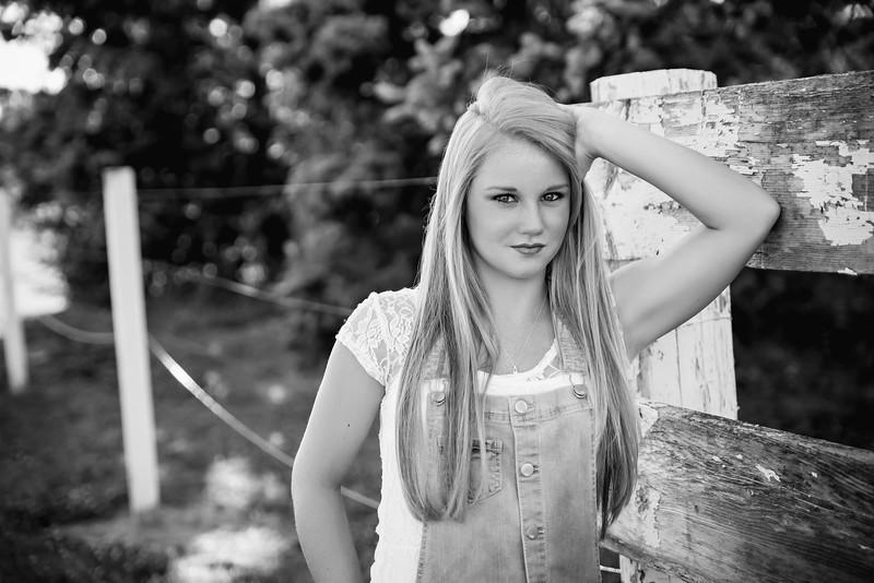 Carly-Senior02-BW