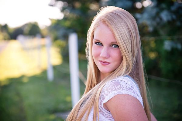 Carly-Senior01