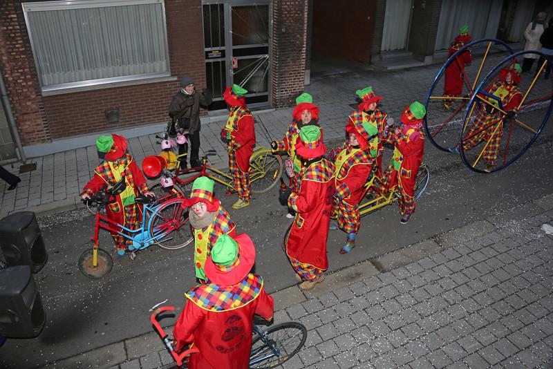 K.V. DE OETELDONKERS - OETELDONKERS OP HUN BEST, GEWOON DE CLOWN UITHANGEN