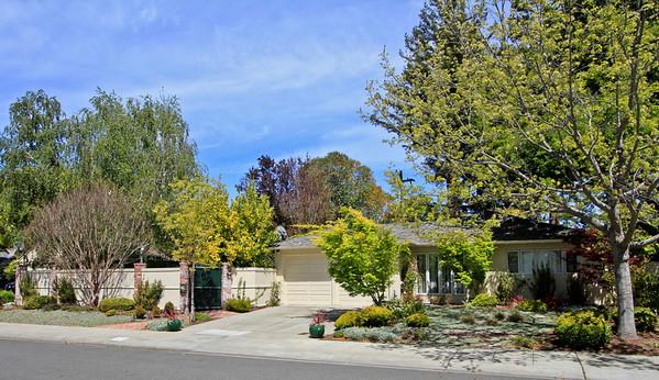 1533 Walnut Dr, Palo Alto