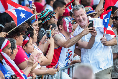 New York Mayor de Blasio in Puerto Rican Day Parade