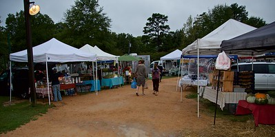 Damp morning, but that will not deter the dedicated market shoppers!