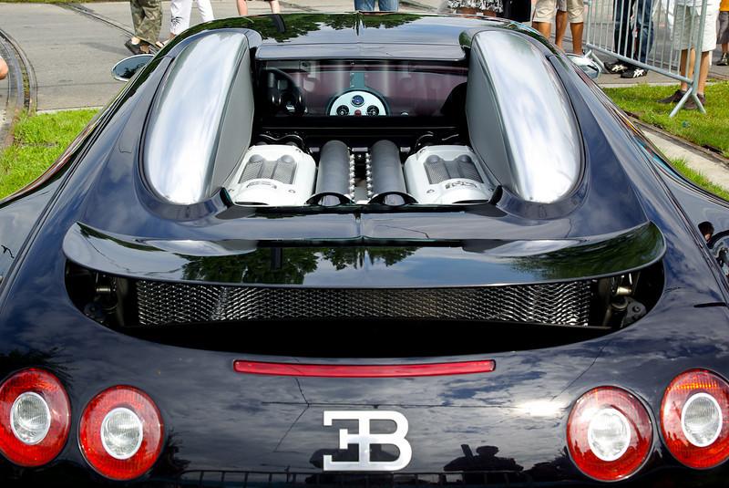 Le haut du moteur est totalement à l'air libre, il n'y a pas de vitre ou de grille le recouvrant.