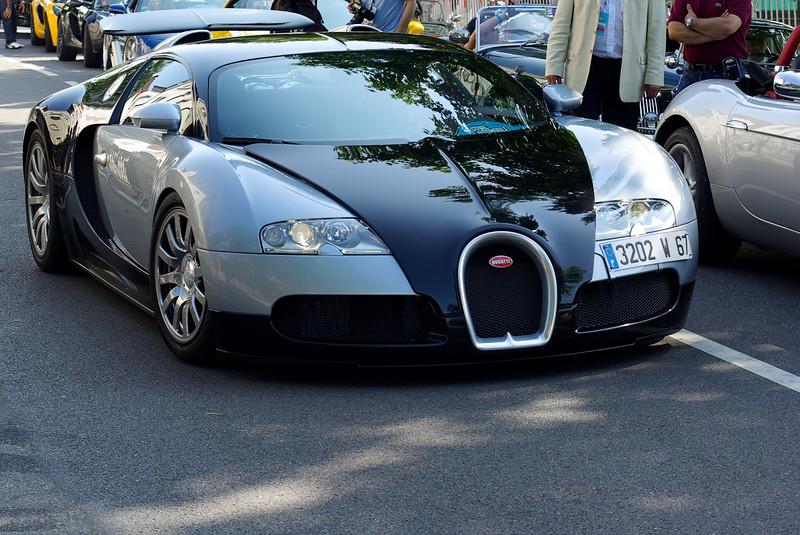 Son prix 1 200 000 euros. Consommation de 20 litres/100 km en utilisation normale et jusqu'à 120 litres/100 km à vitesse maximale.