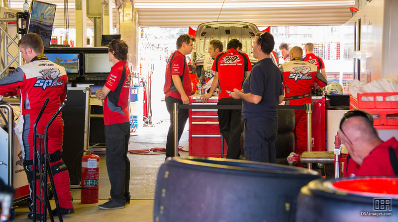 Holden Racing Team pit