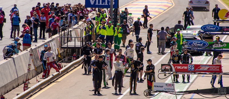 V8 Supercar drivers returning from their photo