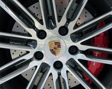 Porsche wheel crest
