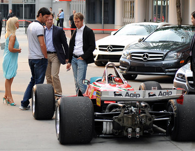 Webber and Vettel check out Gilles V car