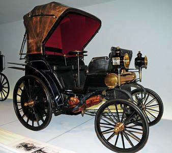 Mercedes museum 02