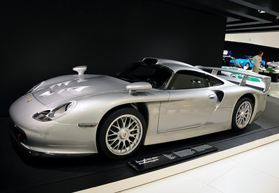 Porsche 911 GT1 road car