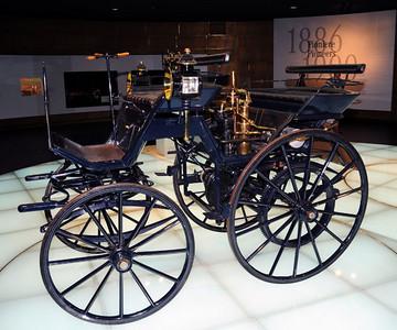 Mercedes museum 01