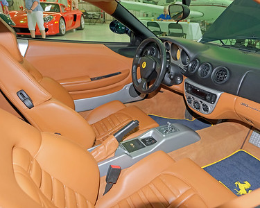 Hangar Ferrari 360 interior