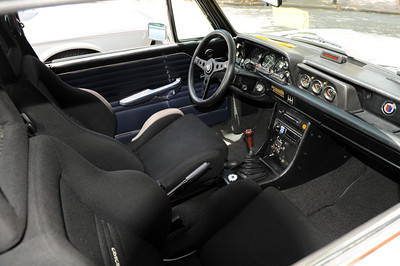 Alpina BMW 2002 interior