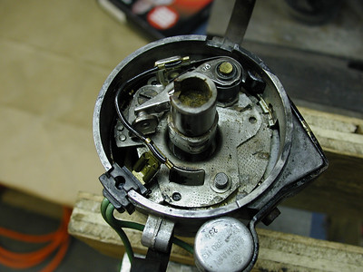Here's what it looks like with the rotor removed. Note that this distributor has had the vacuum advance removed.