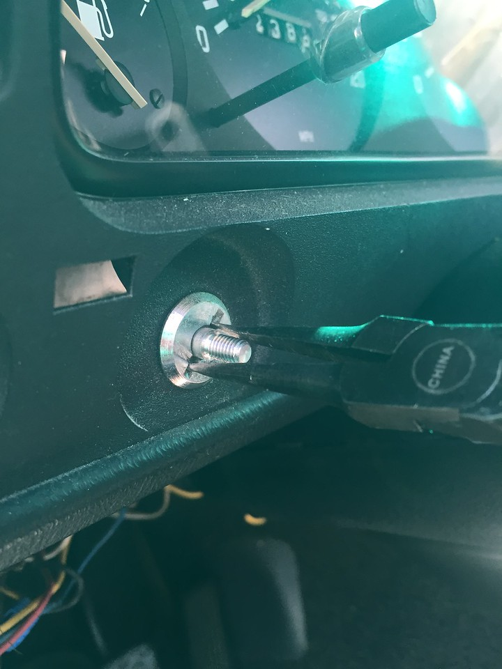 how to remove the E21 headlight and fog light switch