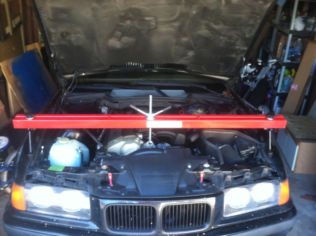 Harbor Freight engine support bar. Works well enough!