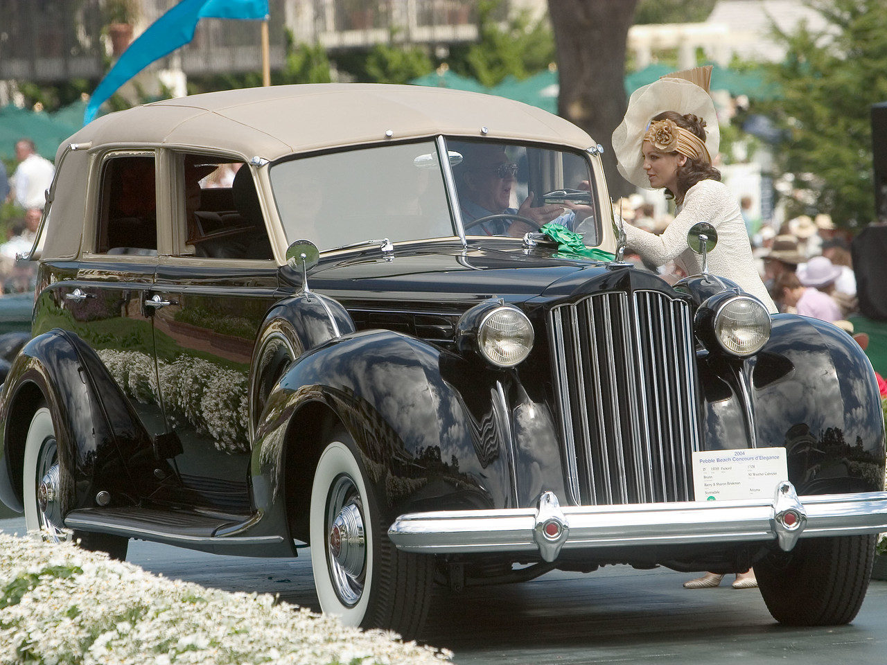1939 Packard 1708 Brunn All Weather Cabriolet.