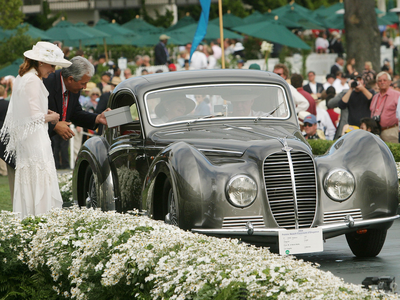 1946 Delahaye 145 Chapron Coupé.  J.B. Nethercutt Most Elegant Closed Car Trophy.  Peter and Merle Mullin.