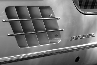 Mercedes Benz (46547376)