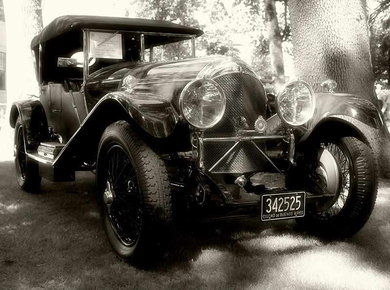 27 Bentley (46583068)