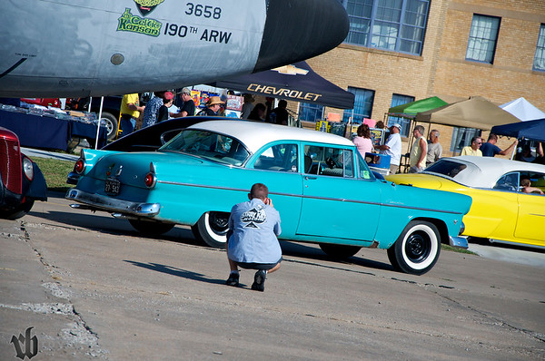 Stray Kat Starliner at the Kansas Aviation Museum,Aaron Lawrence of Fast AL's Uphostery taking a pic of his own car...see I'm not the only one that does it.