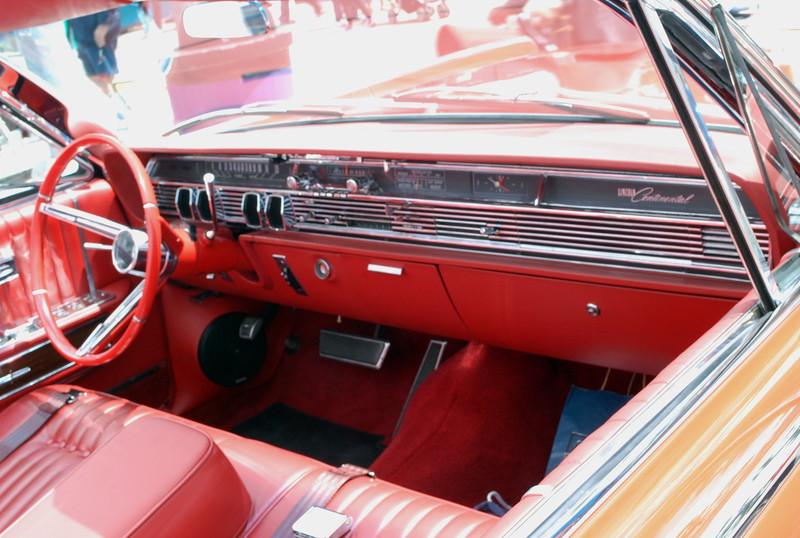 Lincoln 1964 Continental convt interior ft rt