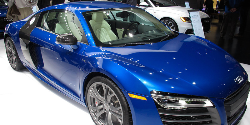 Audi R 8...what a good looking car.