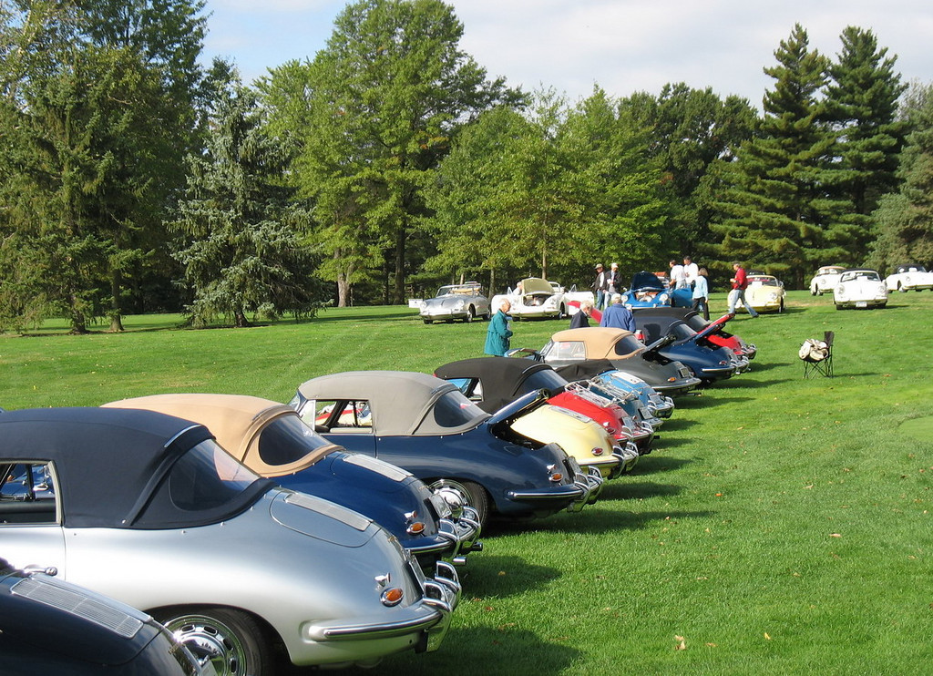 356C Cabriolets from the rear.