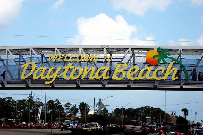 My 2nd Nascar Race... The 50th Daytona 500...Youz shud go to one!!!  :O